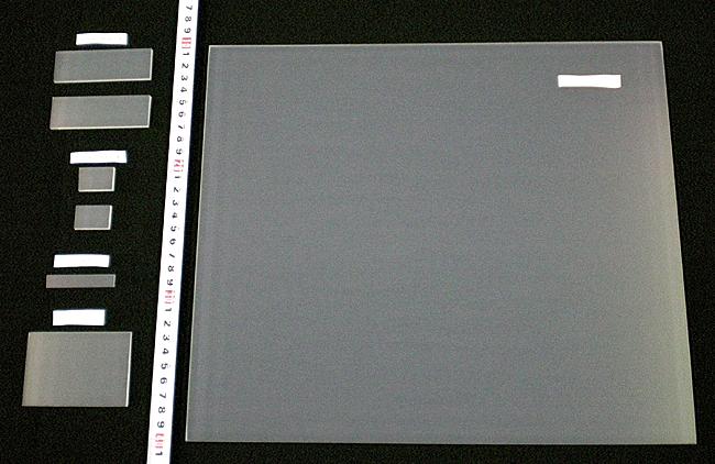 各サイズのFTO基板(フッ素ドープ酸化錫導電基板)